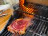 Steak über dem Keramikbrenner