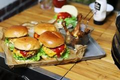 Chickenburger mit Hähnchenkeulen