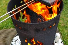 Feuer und Flamme für Waffeln am Lagerfeuer