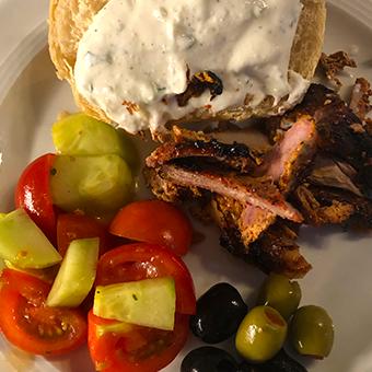 Essen wie in Griechenland: Gyros vom Drehspieß auf dem Gasgrill